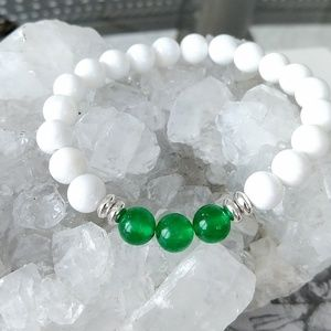 Gorgeous white and green jade stretch bracelet